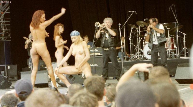 habib-fat-pussy-contest-on-stage-nude-sex-playground