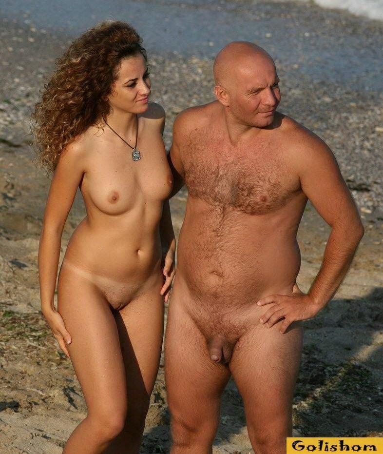 Голые Мужчины И Женщины На Пляже
