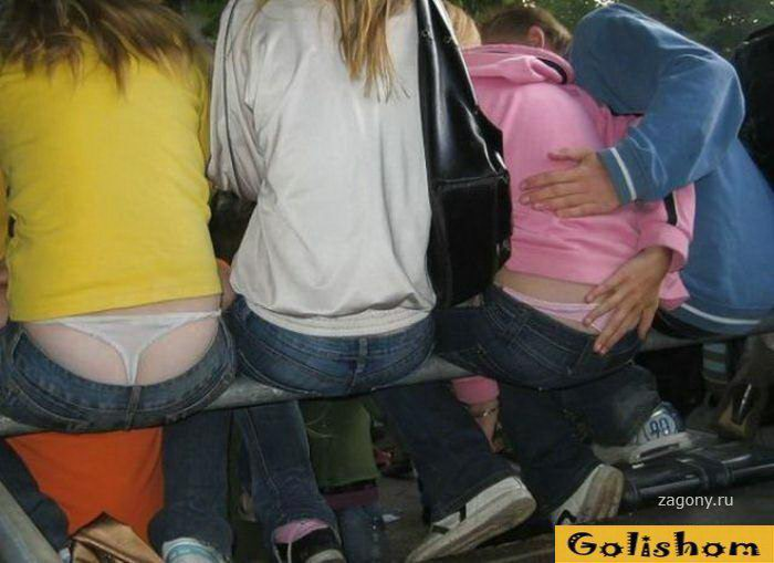 Девушки засветили стринги и трусики (47 фото)