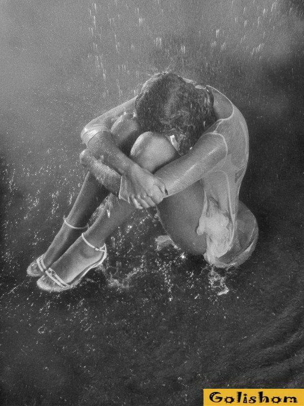 Эро фото девушки под дождем ответ