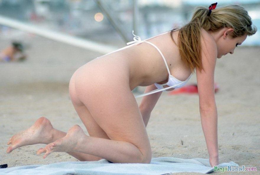 Рэйчел Сандерс засветилась в сексуальном бикини