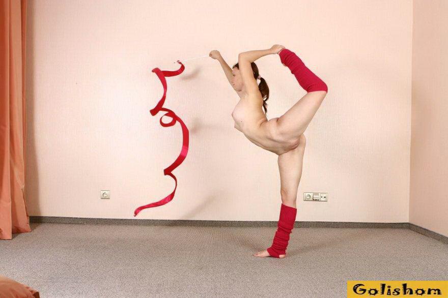 Танец Обнаженная Гимнастки Ан